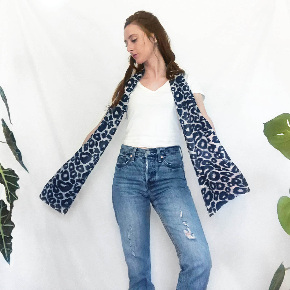 lightweight scarf with pockets in cheetah